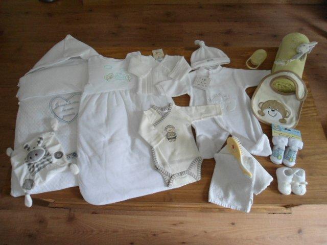 Au service de maman pour son b b la valise maternit - Couche maternite pour maman ...